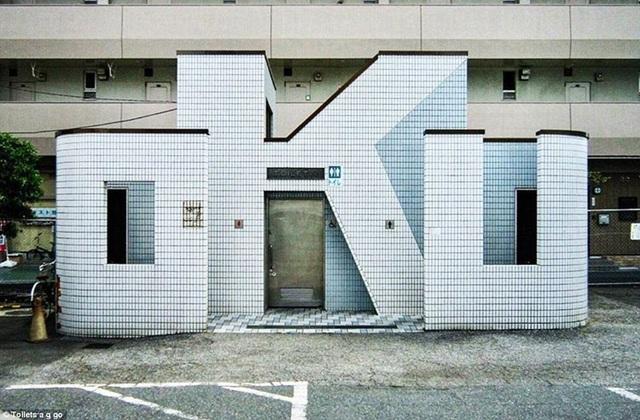 Tại trạm ga Oku, du khách có thể dừng chân tại nhà vệ sinh được thiết kế theo đúng tên gọi của nó.
