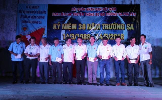 8 cựu chiến binh được nhận huy hiệu chiến sĩ Trường Sa