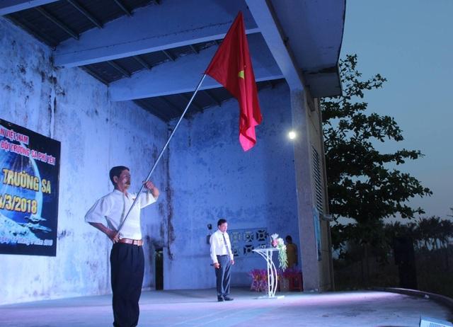 Nghi thức chào cờ tại buổi kỷ niệm 30 năm sự kiện Gạc Ma