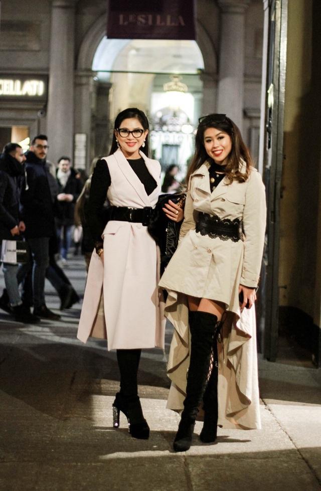 Mới đây, tham dự Milan Fashion Week, gia đình quyền lực này cũng thường xuyên gặp gỡ các NTK nổi tiếng như Giorgio Armani hay Giusseppe Zanotti.
