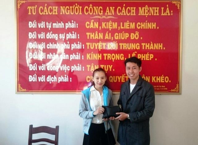 Anh Trần Vũ Luân trả lại số tiền cho người bị mất.