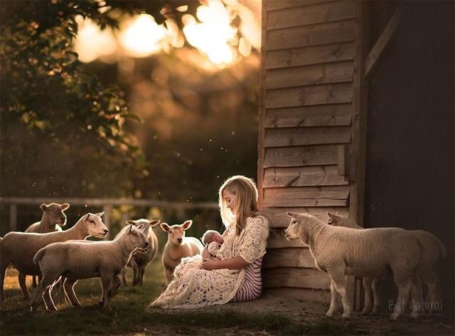 Mê mẩn với bộ ảnh mẹ cho con bú của nhiếp ảnh gia Ấn Độ - 2 Mê mẩn với bộ ảnh mẹ cho con bú của nhiếp ảnh gia Ấn Độ