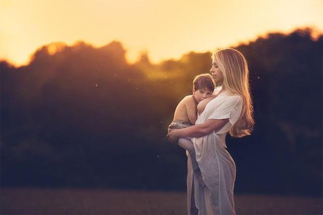 Mê mẩn với bộ ảnh mẹ cho con bú của nhiếp ảnh gia Ấn Độ - 12 Mê mẩn với bộ ảnh mẹ cho con bú của nhiếp ảnh gia Ấn Độ
