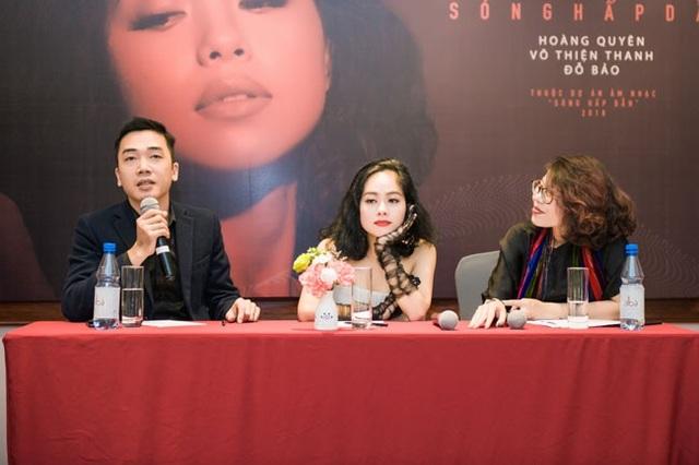 Hoàng Quyên chia sẻ, cô quan tâm đến ca khúc hay hơn là hit tại buổi ra mắt Sóng hấp dẫn mới đây tại Hà Nôi.