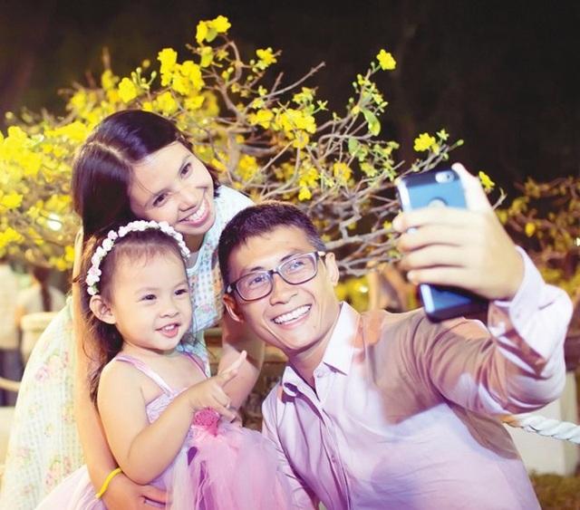 Vợ chồng Thiên Vương - Ngọc Quỳnh và bé Mio.