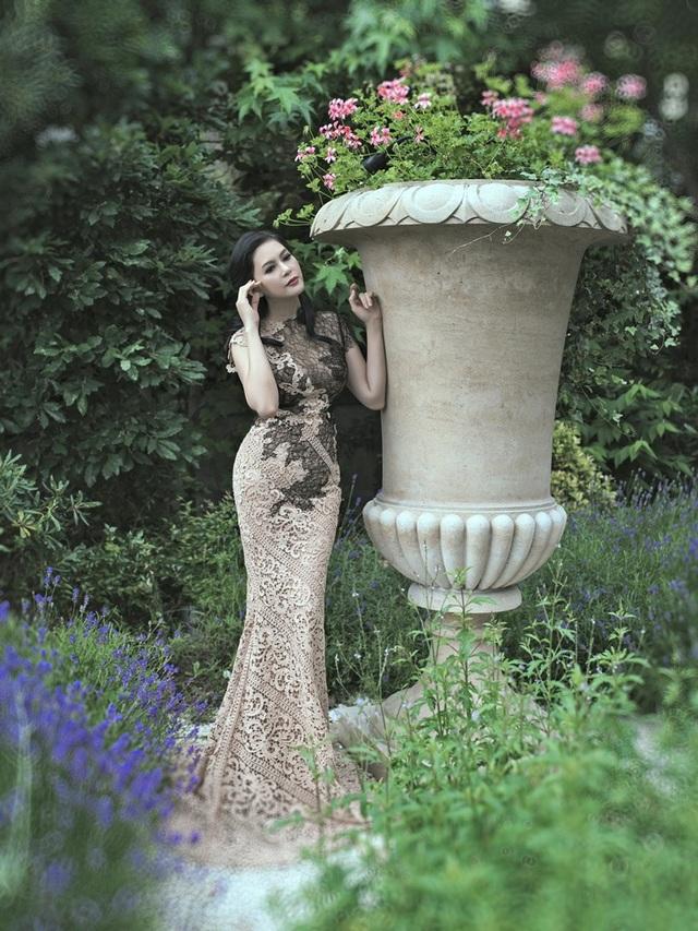 Hiện tại, khi đã trở thành nữ doanh nhân, Thủy Tiên nắm trong tay quyền điều hành tập đoàn quản lý gần 30 công ty thành viên và hơn 100 thương hiệu thời trang quốc tế.