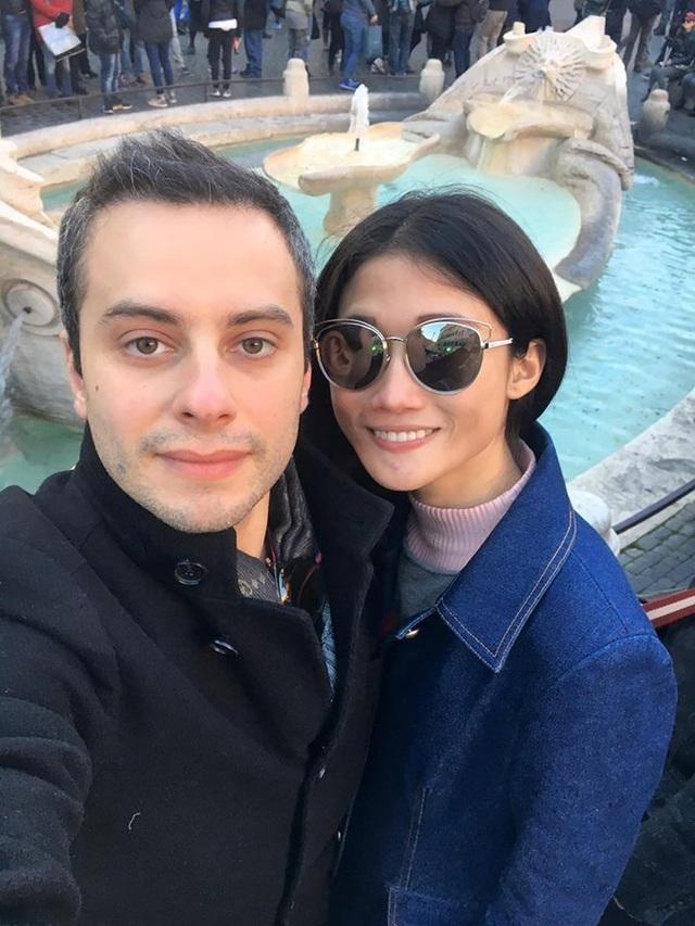 Vào ngày cuối cùng của năm 2017, nữ siêu mẫu Kha Mỹ Vân cũng thông báo tin vui đã mang thai con đầu lòng với chồng Tây sau hơn một tháng kết hôn. Kha Mỹ Vân khéo léo tiết lộ: Kế hoạch thành công lên chức mẹ trong năm tới. Trước đó vào tháng 11/2017, Kha Mỹ Vân và chồng Tây đã tổ chức đám cưới tại TP HCM. Chồng của Kha Mỹ Vân tên Luigi Menghini, là người Italy và hoạt động trong lĩnh vực kinh doanh. Hiện, anh sở hữu một công ty tại Italy.