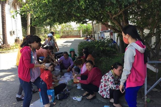 """Công nhân Cty TNHH Nam Phương bị """"treo"""" quyền lợi về BHXH khi Cty nợ BHXH hơn 26,8 tỉ đồng. Ảnh: L.T"""
