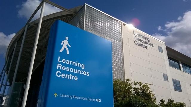 Trung tâm Thông tin thư viện của trường