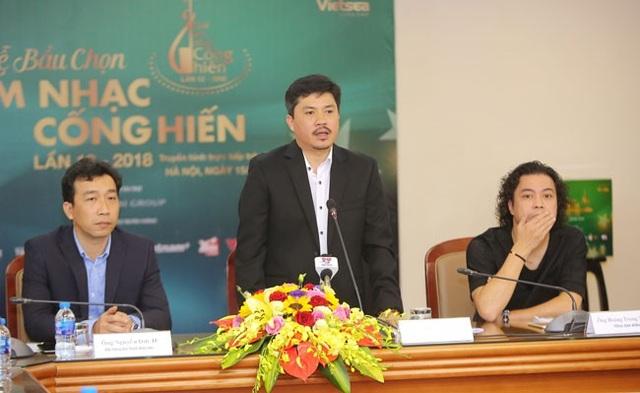 Ông Lê Xuân Thành, TBT Báo Thể thao & Văn hóa (giữa) cho biết chương trình đã chuẩn bị lường trước nếu xảy ra các tình huống không có trong kịch bản... (Ảnh: Hòa Nguyễn)