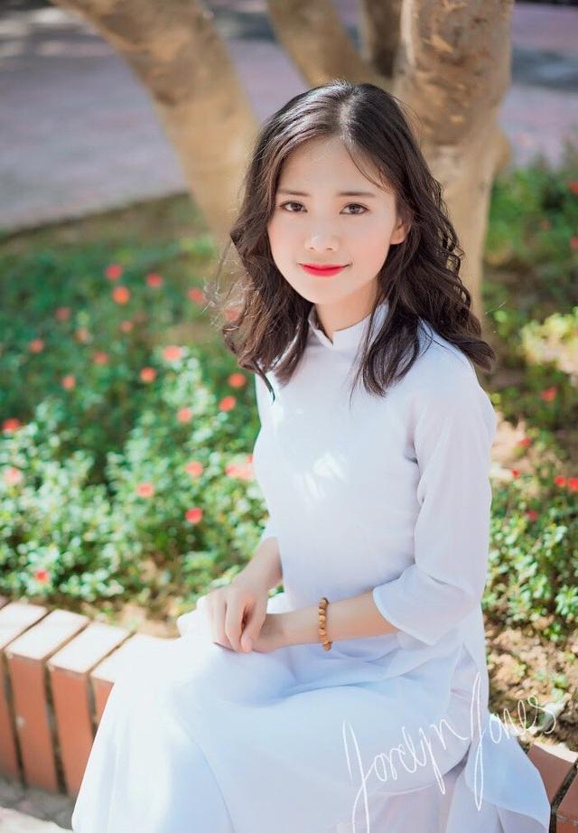 Nữ sinh xứ Nghệ xinh xắn, học giỏi, hát dân gian ngọt ngào - 2