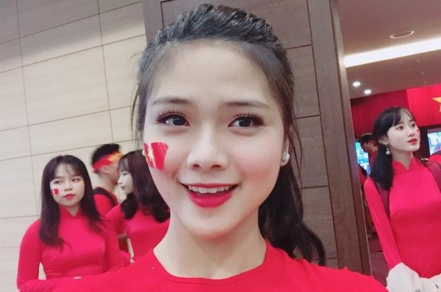 Nữ sinh xứ Nghệ xinh xắn, học giỏi, hát dân gian ngọt ngào - 4