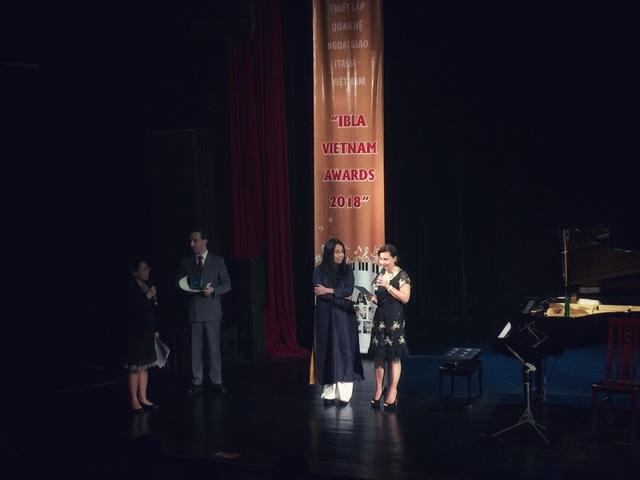 Bà Cecilia Piccioni - Đại sứ đặc mệnh toàn quyền Cộng hòa Italia tại Việt Nam phát biểu: NTK Minh Hạnh là một biểu tượng của thời trang Việt Nam trên thế giới đồng thời cũng là một NTK nổi tiếng được biết đến với những đóng góp đối với Italia.