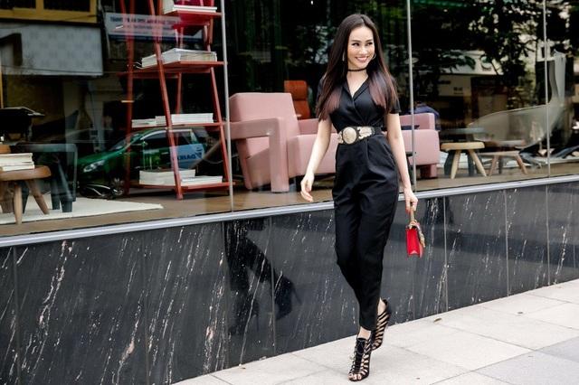 Không chỉ đảm đương vai trò MC, cô còn đắt show tại các sự kiện thời trang trong nước. Cô được nhiều NTK trong nước chọn là gương mặt gửi vàng cho những vị trí quan trọng trong các show diễn lớn, có cơ hội làm việc với công ty người mẫu đã đưa nữ hoàng tạo dáng Coco Rohca về Việt Nam,...