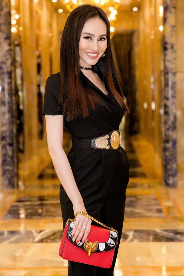 Á hậu Việt Nam Toàn cầu 2013 Kim Duyên là gương mặt MC quen thuộc với khán giả qua nhiều chương trình truyền hình trên VTV9, VTC, HTV...