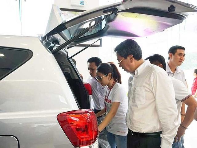 Thời gian qua ô tô nhập khẩu nguyên chiếc khan hiếm, giá tăng cao do vướng Nghị định 116/2017 và Thông tư 03. Ảnh: Quang Huy