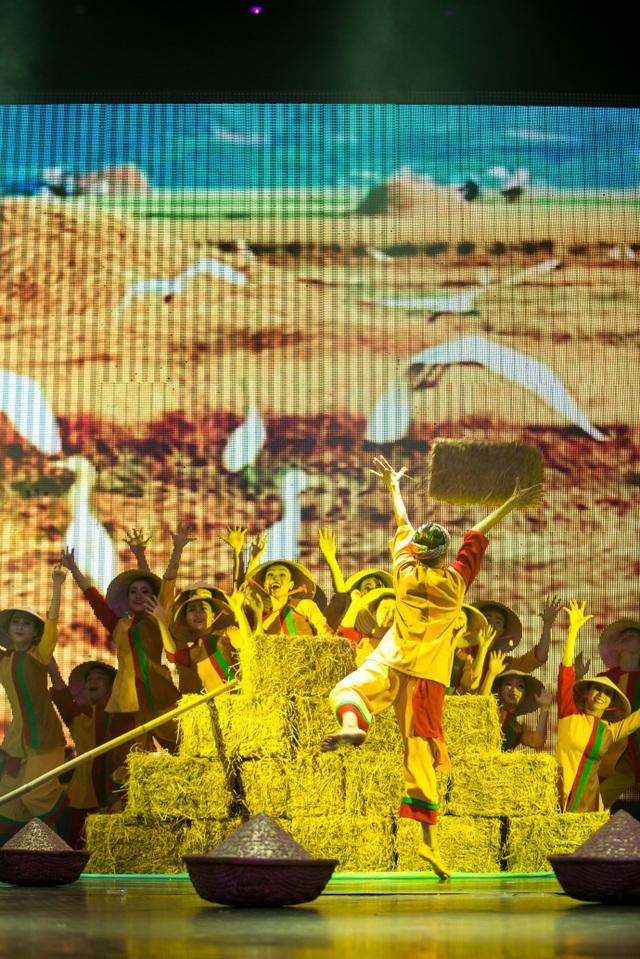 """Tính thuần Việt được thể hiện rõ nét trong mọi tác phẩm từ con người, nhạc điệu, trang phục-tác phẩm múa """"Hạt Vàng"""""""