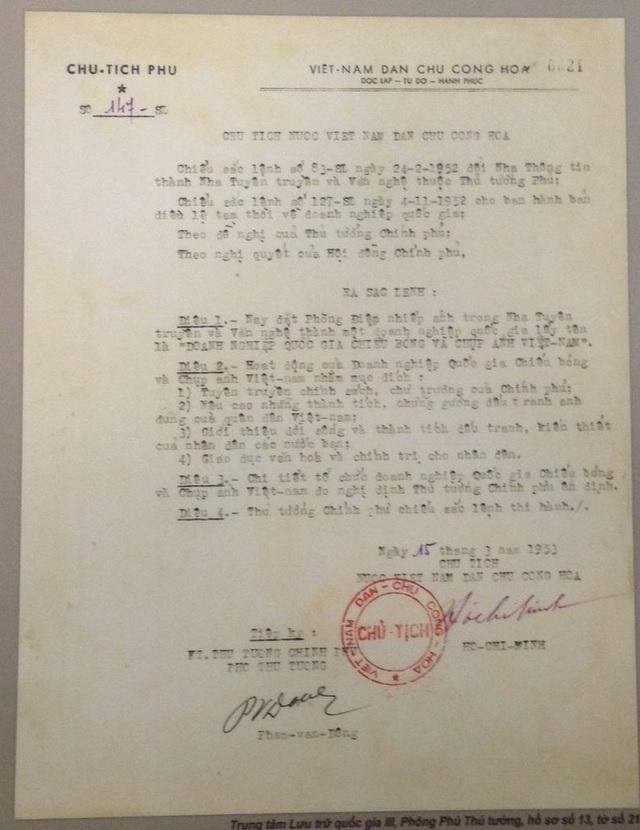 Cận cảnh bác Sắc lệnh thành lập ngành Điện ảnh do Chủ tịch Hồ Chí Minh ký năm 1953.