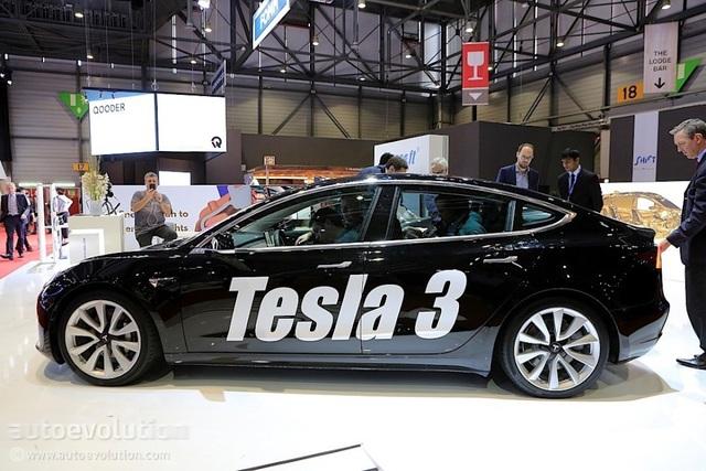 Sự hiện diện kỳ lạ của Tesla Model 3 tại Triển lãm ô tô Geneva 2018 - 1
