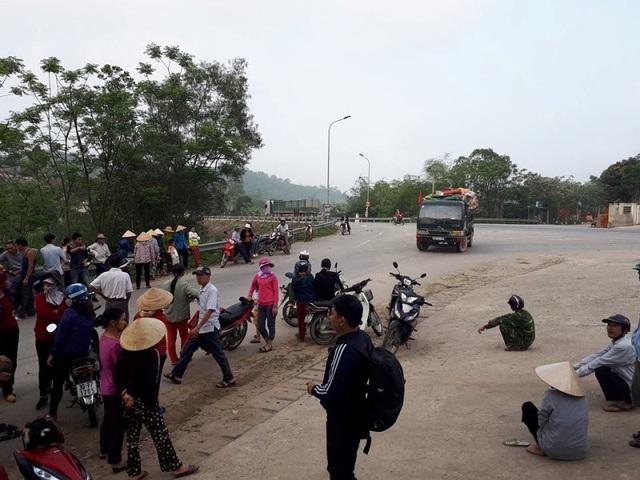Vào ngày 17/3 vừa qua người dân đã chặn không cho xe chở rác vào bãi rác để phản đối tình trạng ô nhiễm tại bãi rác này