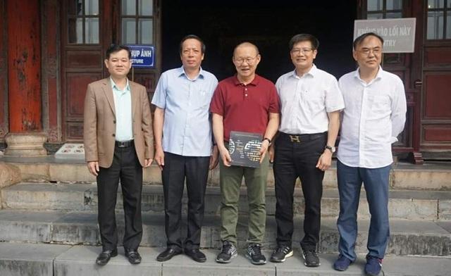 HLV Park Hang Seo thích thú tham quan Đại Nội Huế - 8