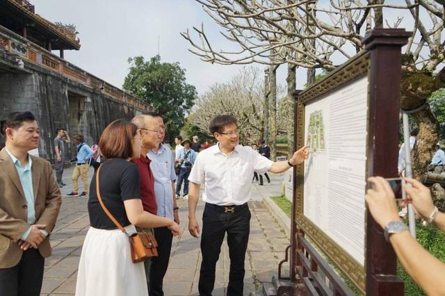 HLV Park Hang Seo thích thú tham quan Đại Nội Huế - 2