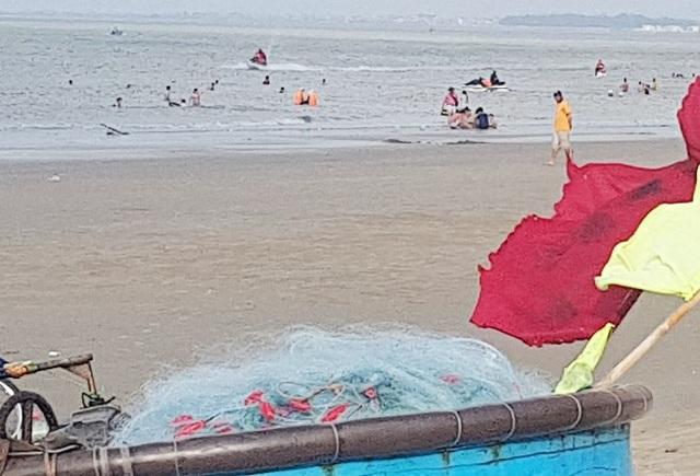 Lưới cụ cuốn chân ngư dân Lợi vào và lôi cả người nạn nhân xuống biển, sau đó ngư dân đáng thương này đã tử vong do không bơi được và ngạt nước