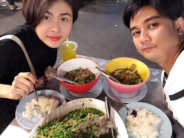 Vân Trang và ông xã dành thời gian bên nhau khi ở Bangkok (Thái Lan), nữ diễn viên khoe thành quả thu hoạch ngày đầu là bữa ăn đầy ắp.