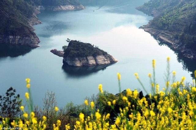 Hòn đảo nhỏ hình con rùa ở Trung Quốc chỉ xuất hiện mỗi năm một lần