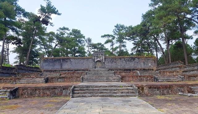 Khu tẩm mộ này vẫn còn dấu rêu phong. Thuận Thiên Cao Hoàng Hậu là người đã sinh ra vua Minh Mạng, người kế tục ngôi vua cha Gia Long sau này.