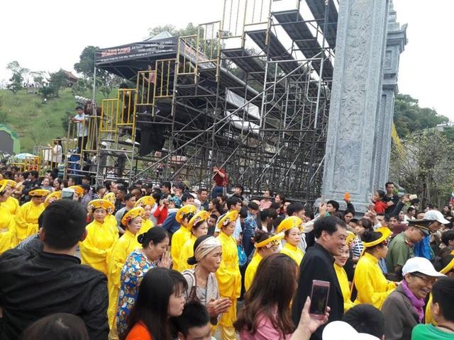 Đông đảo người dân tham ra Lễ rước Đức Ông vi hành