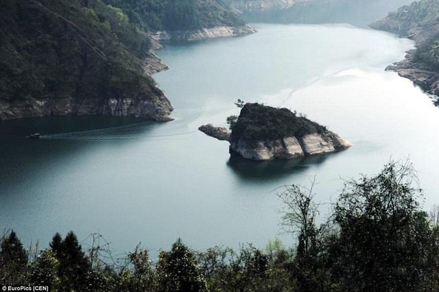 Hòn đảo sẽ xuất hiện khi mực nước vào khoảng từ 163m đến 168m