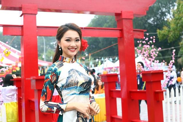 Ngọc Nữ được biết đến khi xuất hiện tại cuộc thi Hoa khôi Kinh Bắc 2017 với vai trò lễ tân