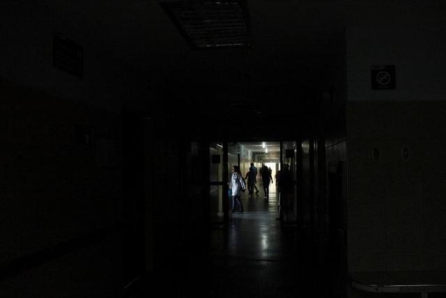 Phe đối lập của chính phủ bang Tachira cho biết trong tuần qua 3 người đã thiệt mạng, bao gồm một em bé 4 tháng tuổi do họ không thể nhận được sự chăm sóc y tế khi mất điện. Các máy móc ngừng hoạt động được cho là nguyên nhân dẫn đến những người này thiệt mạng. Tuy nhiên, Reuters chưa thể xác nhận tính chính xác của thông tin trên.