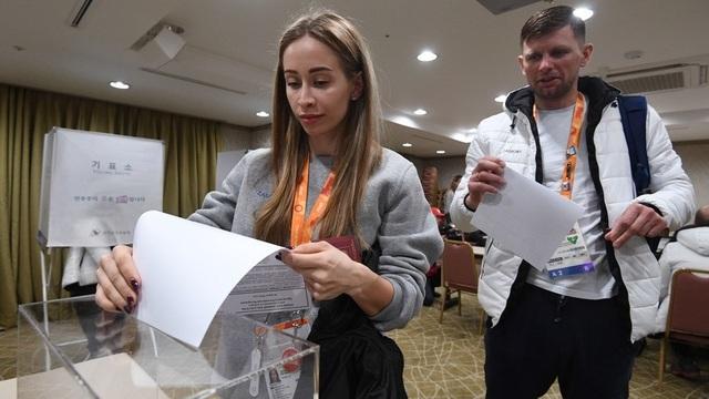 Tại Moscow, hoạt động bỏ phiếu sẽ bắt đầu 9 giờ sau đó (12h trưa nay theo giờ Việt Nam). Các điểm bỏ phiếu sẽ đóng cửa lúc 20h ngày 18/3 theo giờ địa phương. Kết quả đầu tiên sẽ được công bố sớm nhất là 21h (khoảng 1h sáng ngày 19/3 theo giờ Việt Nam). (Ảnh: TASS)