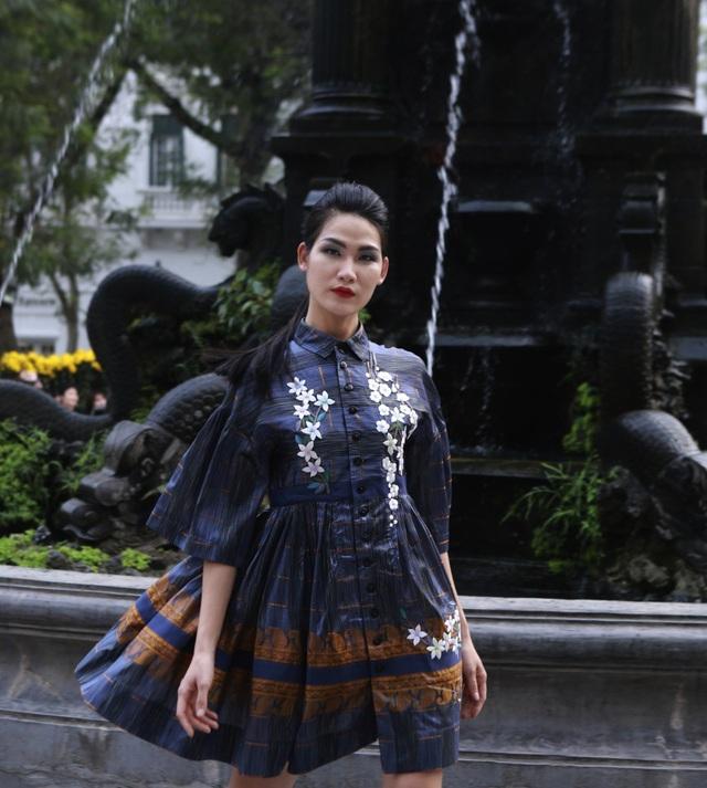 Dàn mẫu đình đám mở màn Tuần lễ Thời trang Việt Nam - Italia - 19