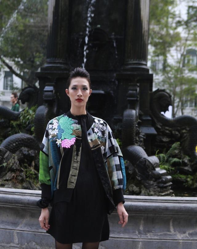 Dàn mẫu đình đám mở màn Tuần lễ Thời trang Việt Nam - Italia - 18
