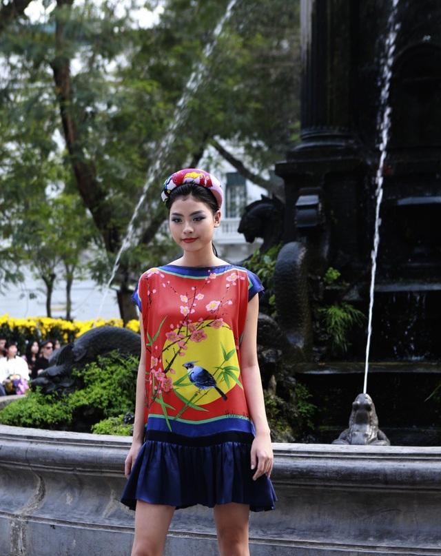 Dàn mẫu đình đám mở màn Tuần lễ Thời trang Việt Nam - Italia - 13