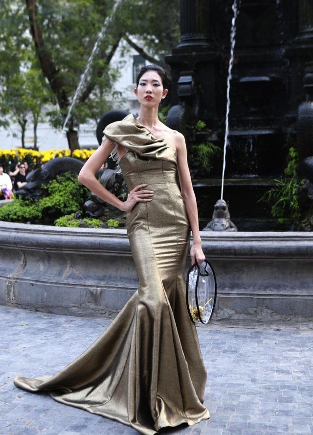 Dàn mẫu đình đám mở màn Tuần lễ Thời trang Việt Nam - Italia - 9