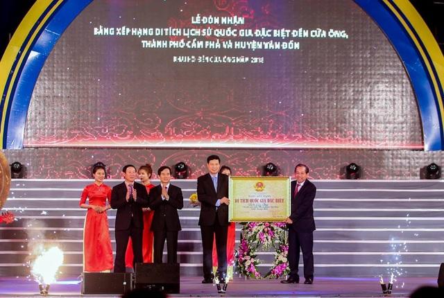 Phó thủ tướng thường trực Trương Hòa Binh trao Bảng xếp hạng Di tích quốc gia đặc biệt