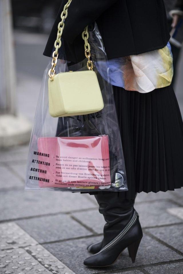 """Sửng sốt với những mẫu thời trang dành cho người… """"thừa tiền"""" - 2"""