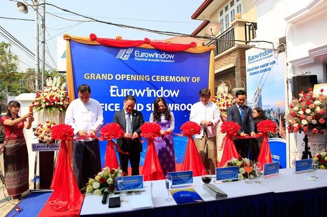 Cắt băng chính thức khai trương văn phòng và phát triển sản phẩm của Eurowindow tại Myanmar
