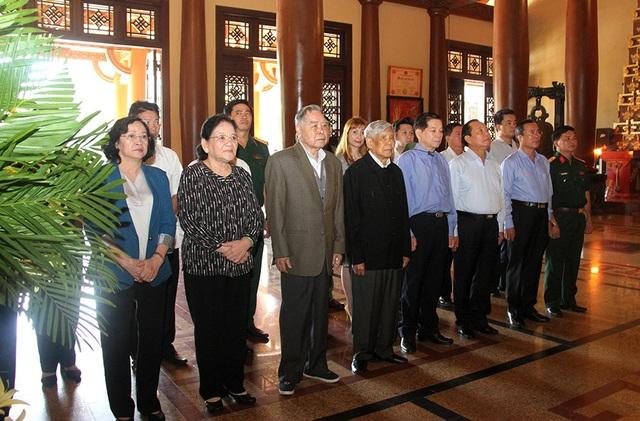 Nguyễn Tổng Bí thư Lê Khả Phiêu, nguyên Thủ tướng Phan Văn Khải, nguyên Chủ tịch nước Nguyễn Minh Triết cùng lãnh đạo tỉnh Bình Dương.