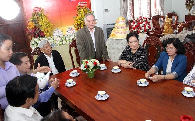 Nguyên Thủ Tướng Phan Văn Khải chia sẻ cảm xúc trong lễ mừng sinh nhật giản dị.