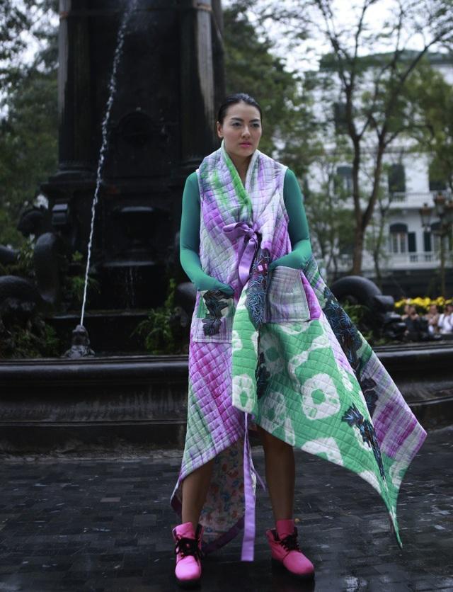 NTK Công Huân chọn kỹ thuật chần bông trên chất liệu lụa Thái Nam Silk, Nha Xá.
