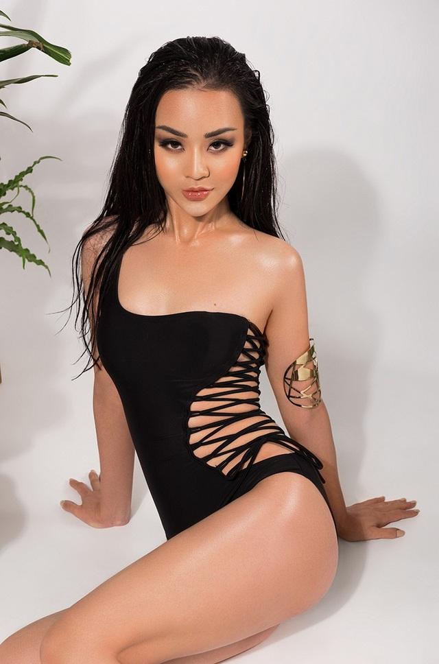 Thân hình với số đo 82 - 61 - 90 là lợi thế của Hải Thu trong những shoot hình bikini.