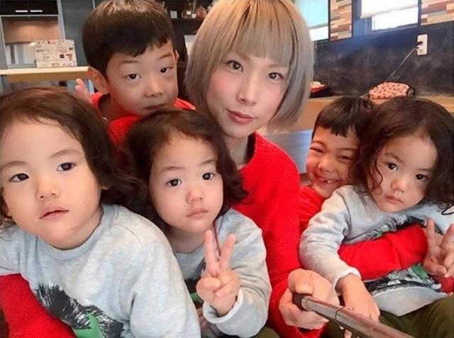Bộ ảnh dễ thương của bà mẹ 5 con hot nhất Nhật Bản - 1