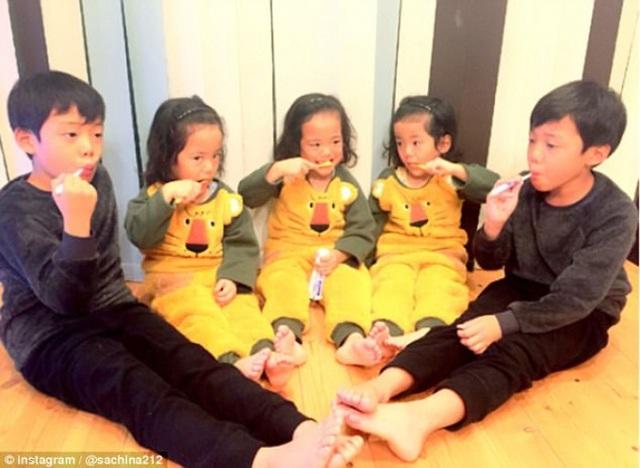 Bộ ảnh dễ thương của bà mẹ 5 con hot nhất Nhật Bản - 11