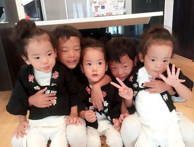 Bộ ảnh dễ thương của bà mẹ 5 con hot nhất Nhật Bản - 5