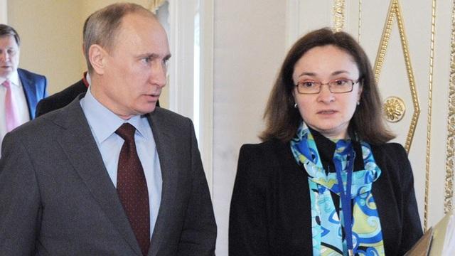 Tổng thống Putin và bà Elvira Nabiullina (Ảnh: RIA)
